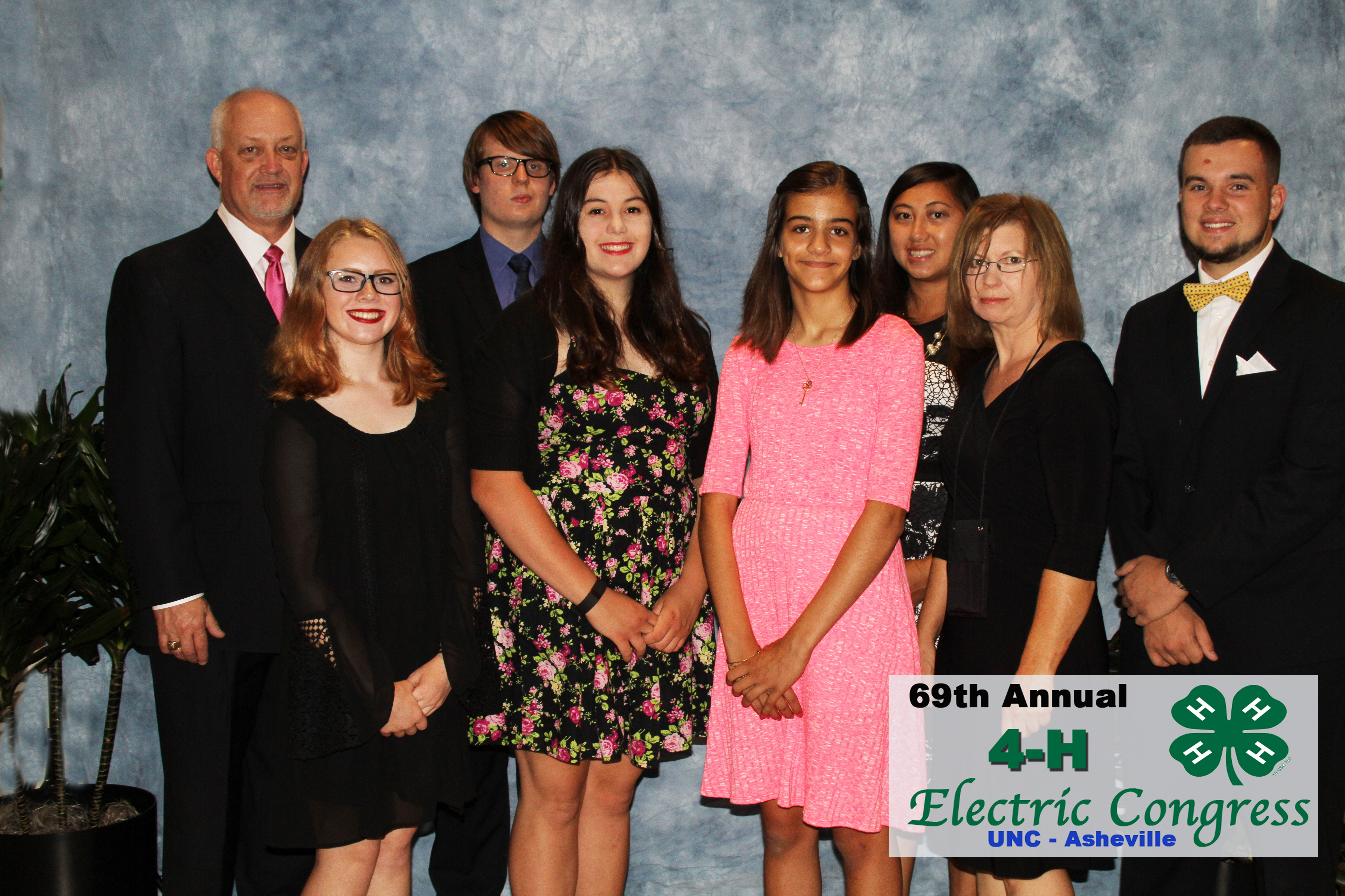 2016 4-H Electric Congress delegates pose with adult leaders